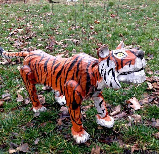 Tigre marionnette en bois
