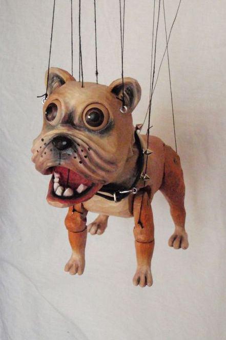 Bouledogue marionnette en bois