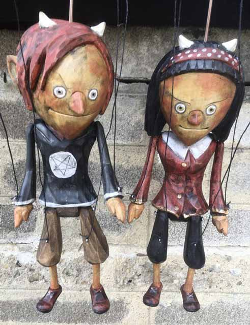 Les diables marionnettes en bois