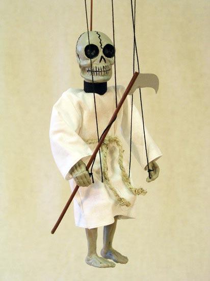Mort , marionnette poupee